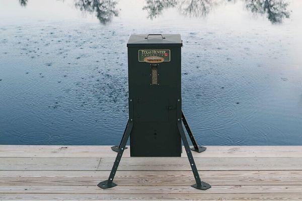 Automatic Fish Feeder Dock Application